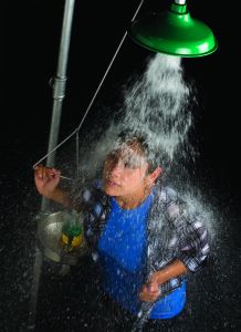 Thiết bị rửa khẩn cấp có bị ảnh hưởng bởi nhiệt độ không?